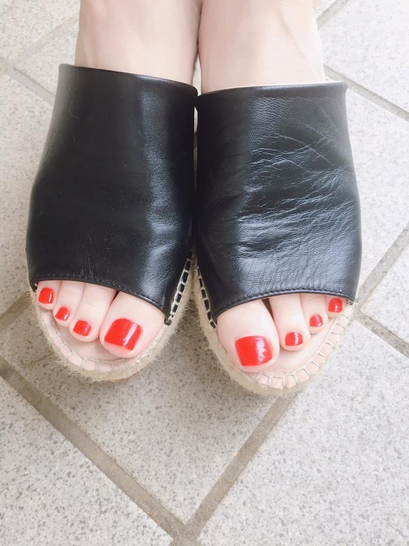 足のマニュキア