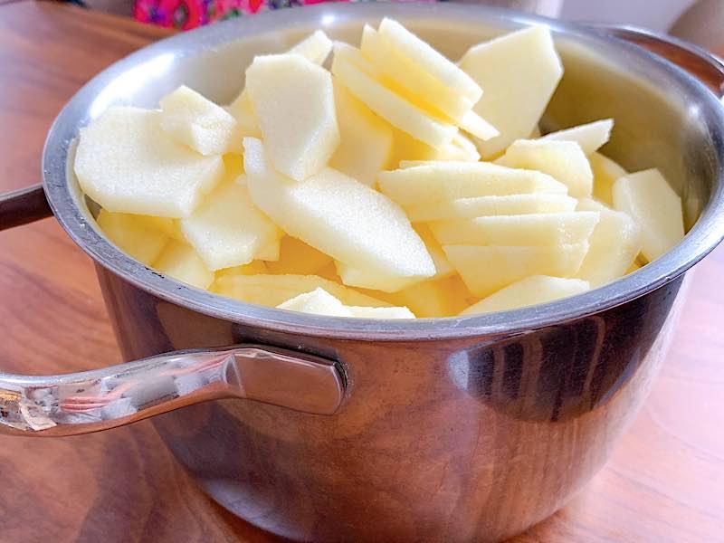 お鍋にりんご
